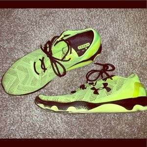 UNDER ARMOUR RUNNING SHOES SIZE 11 1/2